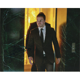 STEPHEN AMELL SIGNED ARROW 8X10 PHOTO (6)