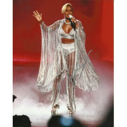MARY J BLIGE SIGNED PERFORMING 10X8 PHOTO (1)
