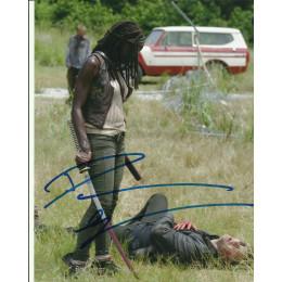 DANAI GURIRA SIGNED THE WALKING DEAD 10X8 PHOTO (1)