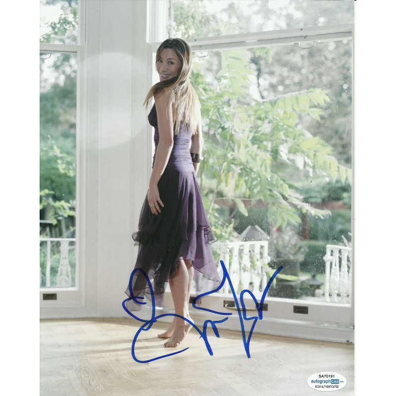 MICHELLE YEOH SIGNED 10X8 PHOTO (1), ALSO ACOA CERTIFIED