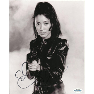 MICHELLE YEOH SIGNED TOMORROW NEVER DIES 10X8 PHOTO (2), ALSO ACOA CERTIFIED