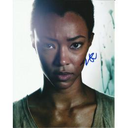 SONEQUA MARTIN-GREEN SIGNED THE WALKING DEAD 10X8 PHOTO (1)