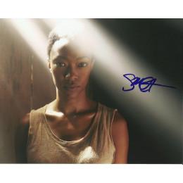 SONEQUA MARTIN-GREEN SIGNED THE WALKING DEAD 10X8 PHOTO (2)