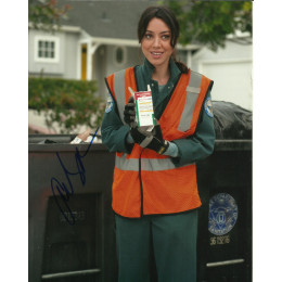 AUBREY PLAZA SIGNED PARKS AND RECREATION 10X8 PHOTO (2)