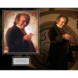 IAN HOLM SIGNED LORD OF THE RINGS PHOTO MOUNT UACC REG 242 (1)