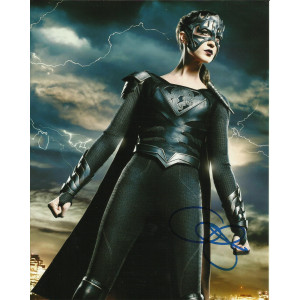 ODETTE ANNABLE SIGNED SUPERGIRL 10X8 PHOTO (2)