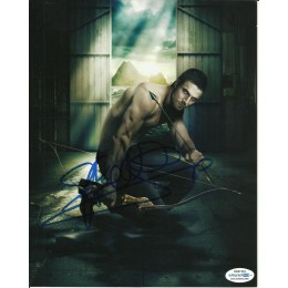 STEPHEN AMELL SIGNED ARROW 8X10 PHOTO (1) also ACOA certified