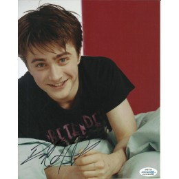 DANIEL RADCLIFFE SIGNED 8X10 PHOTO (1) ALSO ACOA CERTIFIED