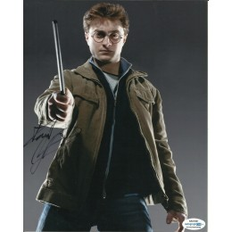 DANIEL RADCLIFFE SIGNED HARRY POTTER 8X10 PHOTO (6) ALSO ACOA CERTIFIED