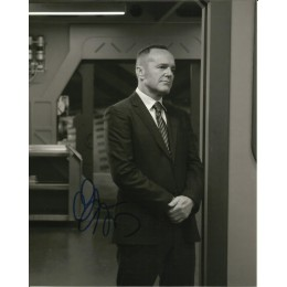 CLARK GREGG SIGNED AGENTS OF SHIELD 8X10 PHOTO (4)